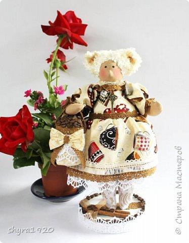 Терпкий запах молотого кофе Ванильный, тёплый аромат торта Наполнит рифмой и уютом строфы Душа откроет створки — ворота!  фото 3