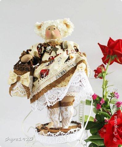 Терпкий запах молотого кофе Ванильный, тёплый аромат торта Наполнит рифмой и уютом строфы Душа откроет створки — ворота!  фото 4