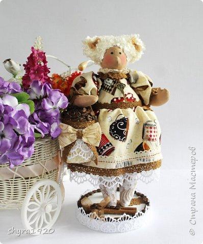 Терпкий запах молотого кофе Ванильный, тёплый аромат торта Наполнит рифмой и уютом строфы Душа откроет створки — ворота!  фото 1