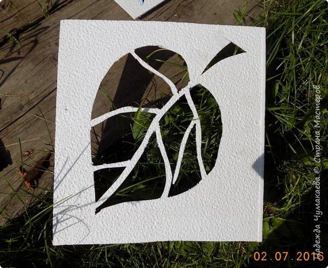 Вот такое чудо – выручалочка в жаркую погоду  -  стоит у нас уже 5 лет. За это время и рисунок выцвел, и краска местами слезла  - пришлось обновлять. фото 3