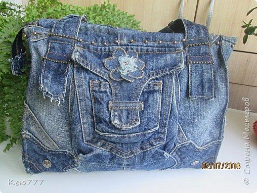 Решила я вспомнить молодость (лихие 90-е) и сшить из старых джинсов сыновей себе на лето сумку.. Это товар лицом) фото 1