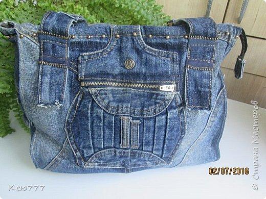 Решила я вспомнить молодость (лихие 90-е) и сшить из старых джинсов сыновей себе на лето сумку.. Это товар лицом) фото 4