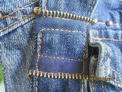 Решила я вспомнить молодость (лихие 90-е) и сшить из старых джинсов сыновей себе на лето сумку.. Это товар лицом) фото 6