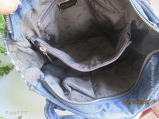 Решила я вспомнить молодость (лихие 90-е) и сшить из старых джинсов сыновей себе на лето сумку.. Это товар лицом) фото 5