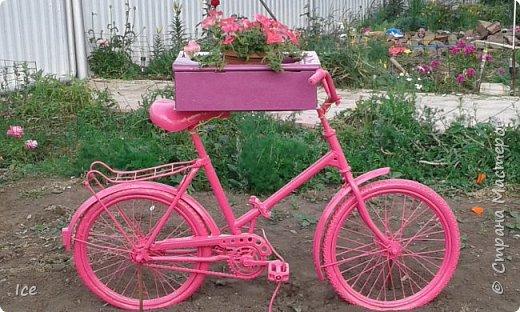 """Старый детский велосипед долго """"маялся"""" без дела. Сделала из него кашпо. Ящик от старых часов."""