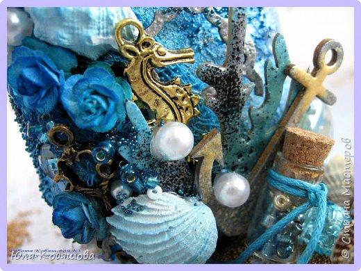 Здравствуйте! На этот раз декорировала банку из под кофе. Использовала грунт, спреи от Фабрика декору (Прозрачные сумерки, Голубая лагуна, Голубые мечты), эмбоссинг, с помощью серой, черной, золотой пудры и бирюзовой от Фабрики декору. фото 2