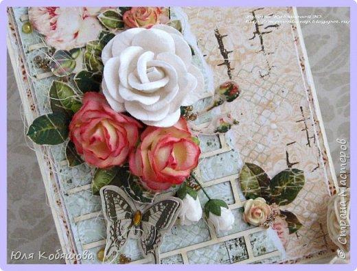 """Покажу несколько открыток, остальные покажу в следующий раз, иначе у вас, мои хорошие, терпения не хватит их все пересмотреть. Бумага 7 Dots, нанесла на нее текстурную пасту через трафарет """"круги"""", поштамповала, наделала брызг при помощи акриловых красок. В открытке использовала перья, цветок и стеклянные камушки. фото 14"""
