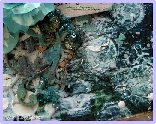 """Покажу несколько открыток, остальные покажу в следующий раз, иначе у вас, мои хорошие, терпения не хватит их все пересмотреть. Бумага 7 Dots, нанесла на нее текстурную пасту через трафарет """"круги"""", поштамповала, наделала брызг при помощи акриловых красок. В открытке использовала перья, цветок и стеклянные камушки. фото 5"""