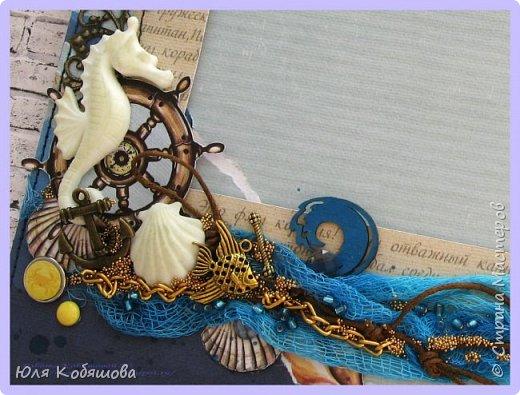"""Всем, здравствуйте! Теперь на очереди для показа Морская рамка.   Размер рамки 20х20 см, в работе использовала бумагу от Vintage Design,  коллекции """"Жил отважный капитан"""". Вырезала многие бумажные детали: штурвал, ракушки, так же использовала пластиковые украшения, чипборд, металические подвески, фишку, филиграни, брадс, микробисер и бисер. фото 2"""