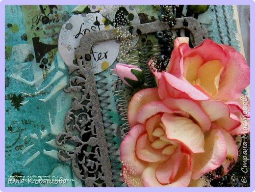 """Покажу несколько открыток, остальные покажу в следующий раз, иначе у вас, мои хорошие, терпения не хватит их все пересмотреть. Бумага 7 Dots, нанесла на нее текстурную пасту через трафарет """"круги"""", поштамповала, наделала брызг при помощи акриловых красок. В открытке использовала перья, цветок и стеклянные камушки. фото 12"""