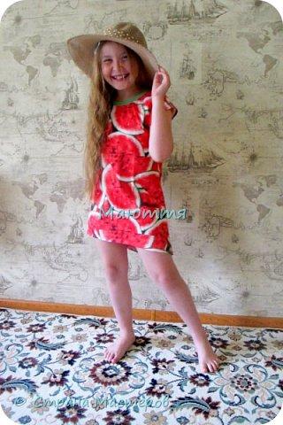 по случаю купила веселый трикотажик, сшила доче платье-туничку. Нижний край асимметричный, покрой свободный, настроение поднимает просто отлично! фото 1