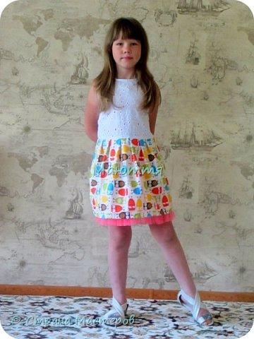 по случаю купила веселый трикотажик, сшила доче платье-туничку. Нижний край асимметричный, покрой свободный, настроение поднимает просто отлично! фото 11