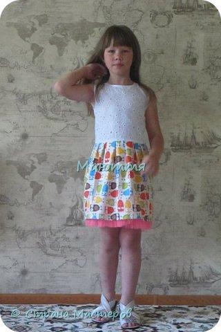 по случаю купила веселый трикотажик, сшила доче платье-туничку. Нижний край асимметричный, покрой свободный, настроение поднимает просто отлично! фото 8