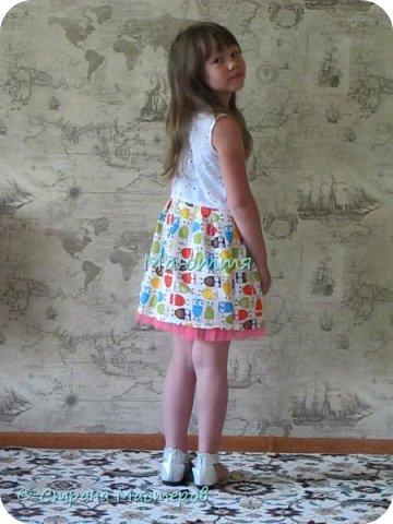 по случаю купила веселый трикотажик, сшила доче платье-туничку. Нижний край асимметричный, покрой свободный, настроение поднимает просто отлично! фото 10
