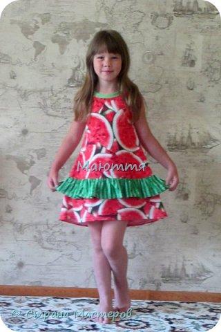 по случаю купила веселый трикотажик, сшила доче платье-туничку. Нижний край асимметричный, покрой свободный, настроение поднимает просто отлично! фото 6