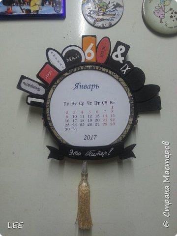 Идею взяла у Натальи Дубровской из Питера. Замечательный скрапер! Вот такой магнит-календарь у меня получился. Это еще не доделан, не все месяцы пронумерованы ;) прикидывала как будет смотреться на холодильнике. фото 1