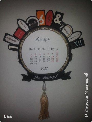 Идею взяла у Натальи Дубровской из Питера. Замечательный скрапер! Вот такой магнит-календарь у меня получился. Это еще не доделан, не все месяцы пронумерованы ;) прикидывала как будет смотреться на холодильнике. фото 2