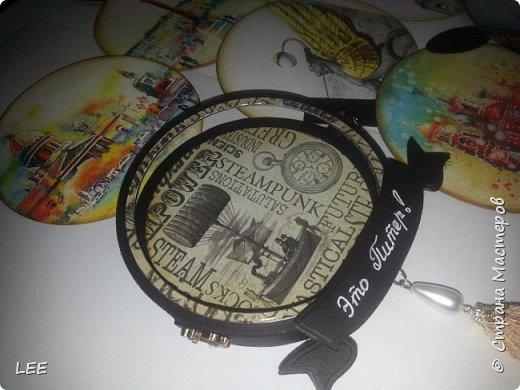 Идею взяла у Натальи Дубровской из Питера. Замечательный скрапер! Вот такой магнит-календарь у меня получился. Это еще не доделан, не все месяцы пронумерованы ;) прикидывала как будет смотреться на холодильнике. фото 6