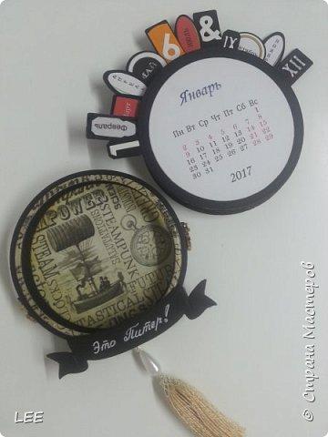 Идею взяла у Натальи Дубровской из Питера. Замечательный скрапер! Вот такой магнит-календарь у меня получился. Это еще не доделан, не все месяцы пронумерованы ;) прикидывала как будет смотреться на холодильнике. фото 7