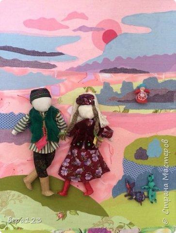Фон- аппликация из ткани, с объёмными народными куклами из ткани и мочала. фото 2