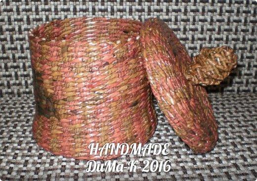 """Всём привет! Я занимаюсь плетением) В этом блоге покажу вам некоторые свои последние работы!  №1 Вот такая шкатулка с винтажной девчушкой! Трубочки  из писчей бумаги, розовые трубочки покрашены колером  с водичкой и лаком, коричневые водная морилка! Всё покрыто клеем ПВА  с водой, и 2 слоя лака """"Евротекс""""! фото 17"""