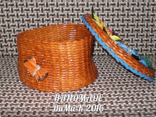 """Всём привет! Я занимаюсь плетением) В этом блоге покажу вам некоторые свои последние работы!  №1 Вот такая шкатулка с винтажной девчушкой! Трубочки  из писчей бумаги, розовые трубочки покрашены колером  с водичкой и лаком, коричневые водная морилка! Всё покрыто клеем ПВА  с водой, и 2 слоя лака """"Евротекс""""! фото 4"""