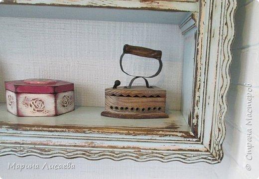 Здравствуйте, мои дорогие жители СМ! Я потихонечку доделываю свою мини мастерскую на балконе. Вот сегодня закончила полочку и спешу ее вам показать. Полочку я изготовила сама, ее размер вместе с наличниками - 1140*850мм. Для её изготовления мне понадобилось: мебельные щиты  200*1000мм - 7 штук, деревянный багет - 1 штука (он использован для красоты под полочками), наличники 70мм*2200мм - 2 штуки, конфирматы - 20 штук. По цене получилось около 1500руб. Полочку я уже успела чуток загрузить заготовками, что называется фронт работы...  фото 4