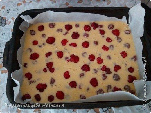 """Хочу поделиться рецептом очень простого и вкусного пирога. Этот пирог знают все. Рецепт я нашла в интернете, когда нет времени, а гости на пороге-он спасет ситуацию-""""Шарлотка с ягодами"""" фото 10"""
