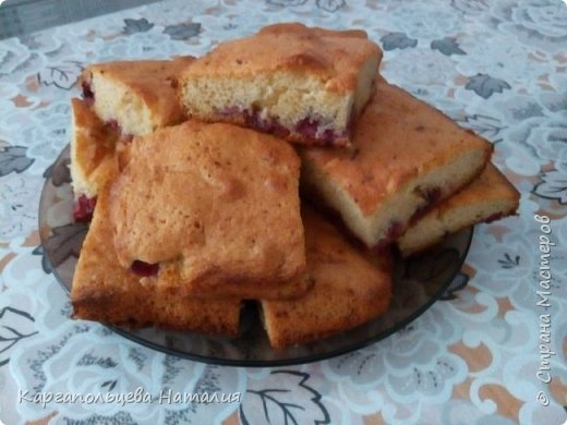 """Хочу поделиться рецептом очень простого и вкусного пирога. Этот пирог знают все. Рецепт я нашла в интернете, когда нет времени, а гости на пороге-он спасет ситуацию-""""Шарлотка с ягодами"""" фото 12"""