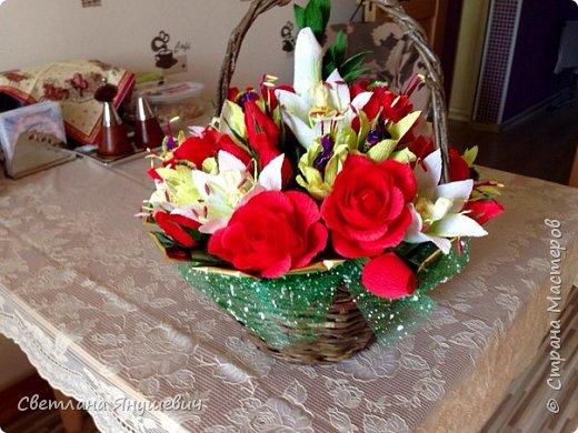 """Букетик для мамы, """"Весенние цветы"""".  В составе: 7 конфеток Золотая лилия, 22 конфетки Шарлетт, 250гр. конфет Марсианка (это в сирени), 6 конфеток Жизель и 9 конфет- карамелек Мини-М ассорти.  Вобщем увесистый букетик.  Идея сирени позаимствована мной у  Татьяны Малиновцевой.  фото 37"""