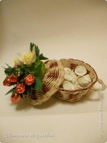 """Букетик для мамы, """"Весенние цветы"""".  В составе: 7 конфеток Золотая лилия, 22 конфетки Шарлетт, 250гр. конфет Марсианка (это в сирени), 6 конфеток Жизель и 9 конфет- карамелек Мини-М ассорти.  Вобщем увесистый букетик.  Идея сирени позаимствована мной у  Татьяны Малиновцевой.  фото 18"""