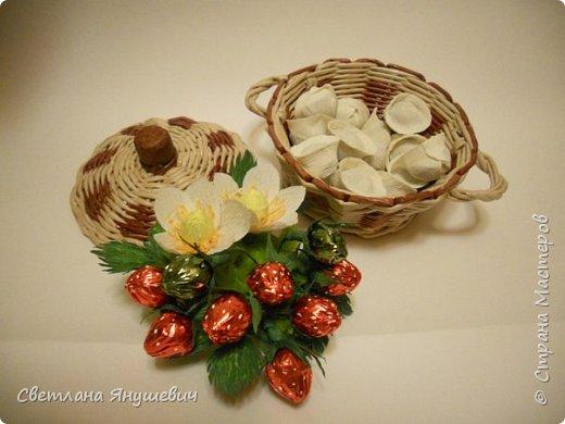 """Букетик для мамы, """"Весенние цветы"""".  В составе: 7 конфеток Золотая лилия, 22 конфетки Шарлетт, 250гр. конфет Марсианка (это в сирени), 6 конфеток Жизель и 9 конфет- карамелек Мини-М ассорти.  Вобщем увесистый букетик.  Идея сирени позаимствована мной у  Татьяны Малиновцевой.  фото 21"""