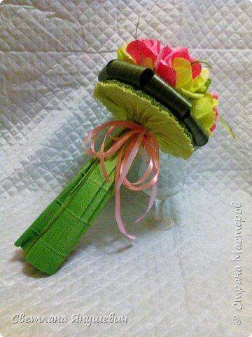 Этот букетик делался очень быстро,  для моей подруги по творчеству (плетению)  Ириночки.   Мне он нравится,  как не странно.  фото 30