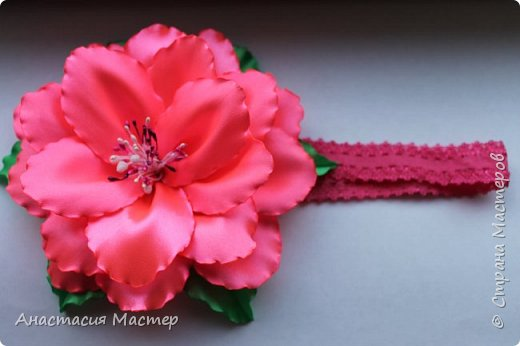 Нежный летний пышный цветок для девочки от 0 до 6 лет. Повязка  хорошо тянется,но надёжно фиксируется на голове. Размер цветка 14,5 см, ширина повязки 2 см. фото 1