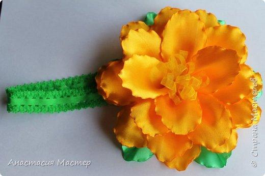 Нежный летний пышный цветок для девочки от 0 до 6 лет. Повязка  хорошо тянется,но надёжно фиксируется на голове. Размер цветка 14,5 см, ширина повязки 2 см. фото 4