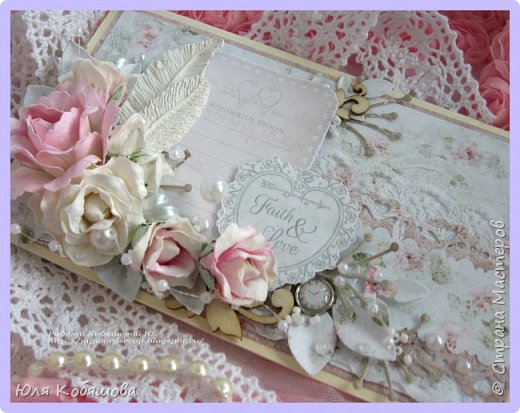 Хочу показать нежный конвертик. Использовала бумагу от Bee Shebby Wedding, высечки этой же коллекции, кружево, цветочки, пластиковые самодельные украшения, вырубку, брадс, чипборд, полубусинки, бисер, микробисер и бусинки на леске.  фото 1