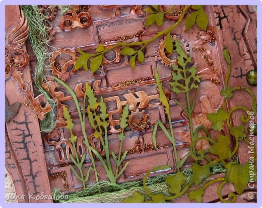 Я сегодня с новой работой.  Сделала такое пано-рамку, которое мне почему-то напоминает старый заброшенный парк, с заросшими тропинками, полуразрушенными беседками. фото 3