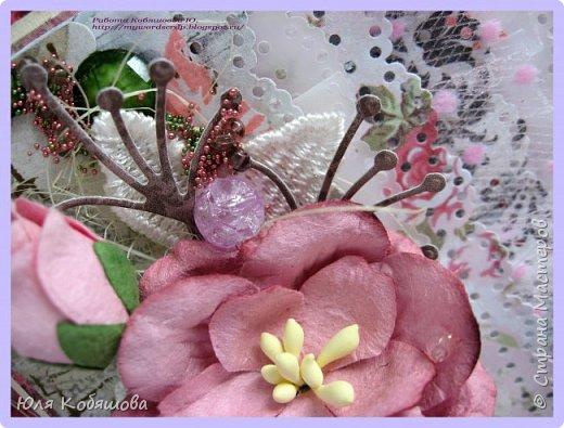 Здравствуйте, мои хорошие! Хочу показать  очередную порцию открыток.  Использовала чипборд от Chipboards.ru Чудоцвет.  Как делаю часто, разрезала его на части и распределила по всей композиции. Так же использовала сизаль, вырубку, цветок, шебби ленту, вощеный шнур, перышки из пластика, полубусинки, микробисер, Flower Soft. фото 6