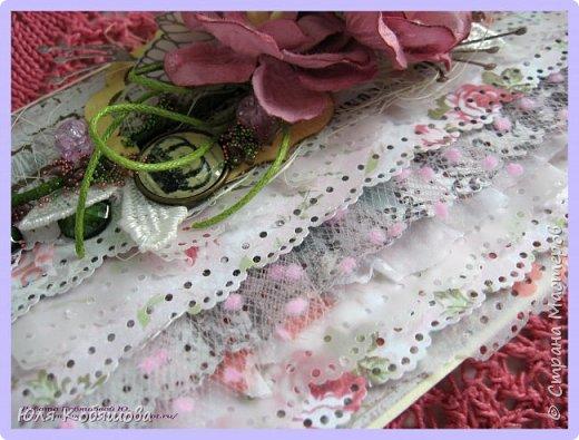 Здравствуйте, мои хорошие! Хочу показать  очередную порцию открыток.  Использовала чипборд от Chipboards.ru Чудоцвет.  Как делаю часто, разрезала его на части и распределила по всей композиции. Так же использовала сизаль, вырубку, цветок, шебби ленту, вощеный шнур, перышки из пластика, полубусинки, микробисер, Flower Soft. фото 7