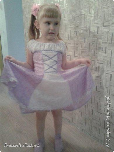 Насмотревшись красивых платьешек для любимых дочек, решила своей сделать что-то похожее. нашла шифон, тесьму и готово. сзади вшила молнию. фото 2