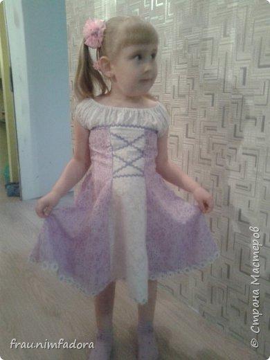 Насмотревшись красивых платьешек для любимых дочек, решила своей сделать что-то похожее. нашла шифон, тесьму и готово. сзади вшила молнию. фото 1