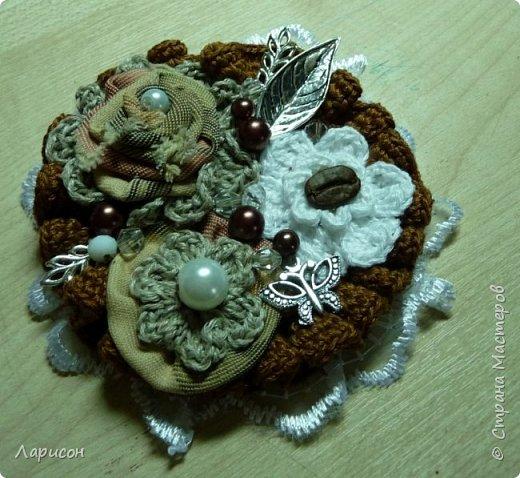 Сделала панно для дачи... Это герб дачи с яблочком, заготовки на полочке и цветочки(мне попались два слова кофе-цветы и я их использовала и в панно и в отдельном изделии - в брошке... фото 6