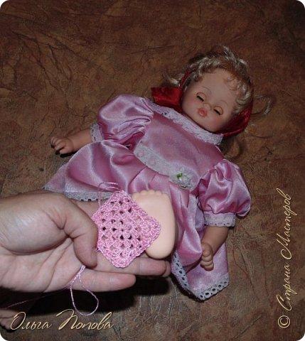 У Лилечки Приветик для куколки Лили связан замечательный наряд  http://stranamasterov.ru/node/1036708 Но не хватало босоножек. Кукла Наташа, решила ей помочь в изготовлении обувки.  Для вязания я брала нитки Ирис, но можно взять любые, какие понравятся вашей кукле. ) фото 2