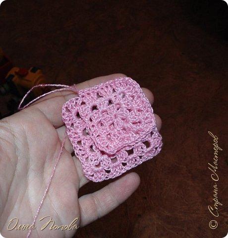 У Лилечки Приветик для куколки Лили связан замечательный наряд  http://stranamasterov.ru/node/1036708 Но не хватало босоножек. Кукла Наташа, решила ей помочь в изготовлении обувки.  Для вязания я брала нитки Ирис, но можно взять любые, какие понравятся вашей кукле. ) фото 5