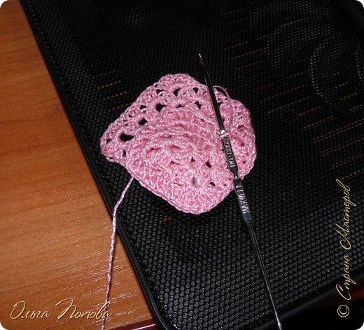 У Лилечки Приветик для куколки Лили связан замечательный наряд  http://stranamasterov.ru/node/1036708 Но не хватало босоножек. Кукла Наташа, решила ей помочь в изготовлении обувки.  Для вязания я брала нитки Ирис, но можно взять любые, какие понравятся вашей кукле. ) фото 6