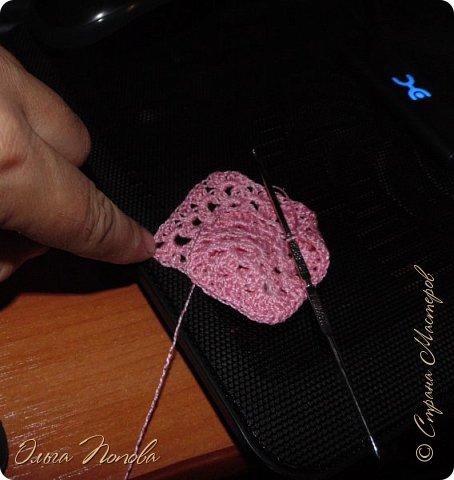 У Лилечки Приветик для куколки Лили связан замечательный наряд  http://stranamasterov.ru/node/1036708 Но не хватало босоножек. Кукла Наташа, решила ей помочь в изготовлении обувки.  Для вязания я брала нитки Ирис, но можно взять любые, какие понравятся вашей кукле. ) фото 7