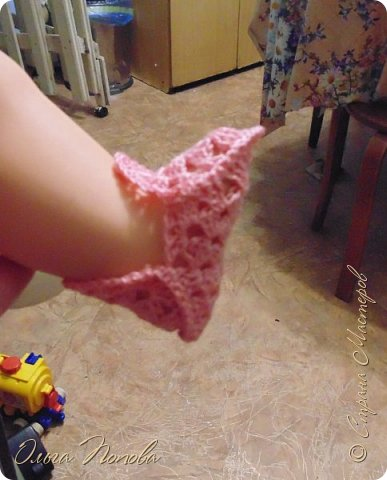 У Лилечки Приветик для куколки Лили связан замечательный наряд  http://stranamasterov.ru/node/1036708 Но не хватало босоножек. Кукла Наташа, решила ей помочь в изготовлении обувки.  Для вязания я брала нитки Ирис, но можно взять любые, какие понравятся вашей кукле. ) фото 10