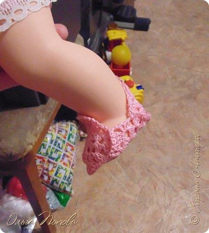 У Лилечки Приветик для куколки Лили связан замечательный наряд  http://stranamasterov.ru/node/1036708 Но не хватало босоножек. Кукла Наташа, решила ей помочь в изготовлении обувки.  Для вязания я брала нитки Ирис, но можно взять любые, какие понравятся вашей кукле. ) фото 12