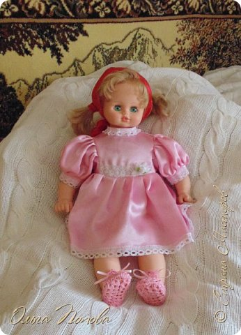 У Лилечки Приветик для куколки Лили связан замечательный наряд  http://stranamasterov.ru/node/1036708 Но не хватало босоножек. Кукла Наташа, решила ей помочь в изготовлении обувки.  Для вязания я брала нитки Ирис, но можно взять любые, какие понравятся вашей кукле. ) фото 1
