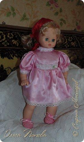 У Лилечки Приветик для куколки Лили связан замечательный наряд  http://stranamasterov.ru/node/1036708 Но не хватало босоножек. Кукла Наташа, решила ей помочь в изготовлении обувки.  Для вязания я брала нитки Ирис, но можно взять любые, какие понравятся вашей кукле. ) фото 16